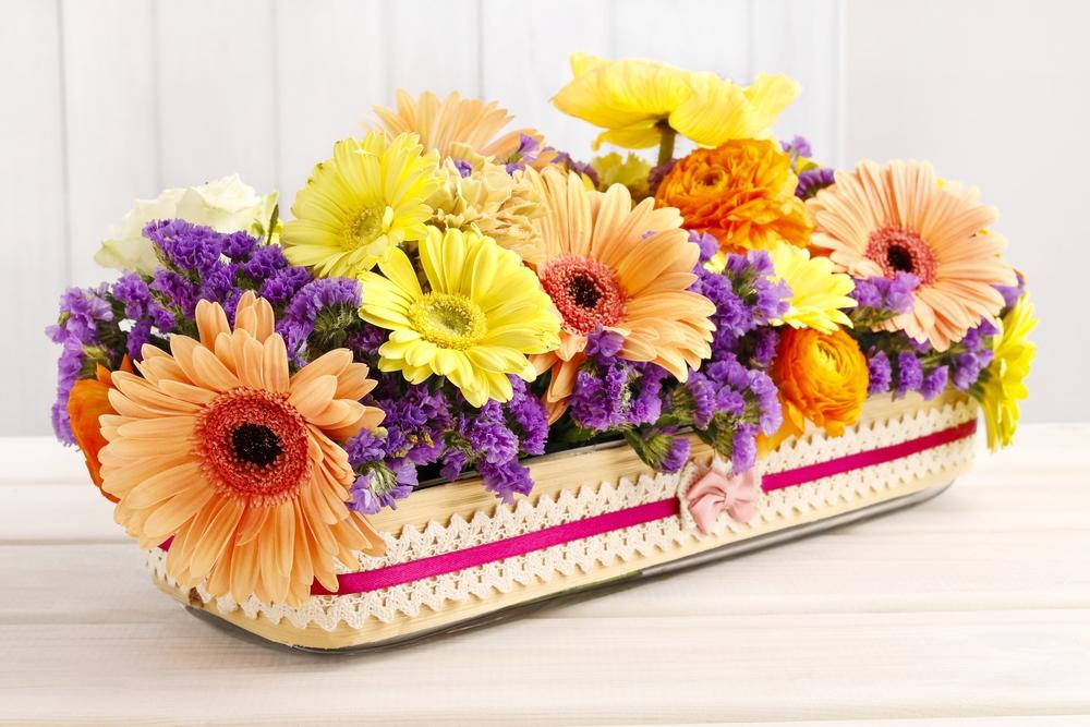 カラフルなガーベラの花束ブーケの画像
