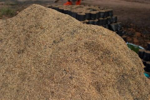 作り方 籾殻 くん 炭 籾殻くん炭の使い方と作り方|害虫の忌避にも効果あり!